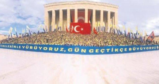 3 bin Fenerbahçeli, Ata'nın huzurunda pankart açtı!