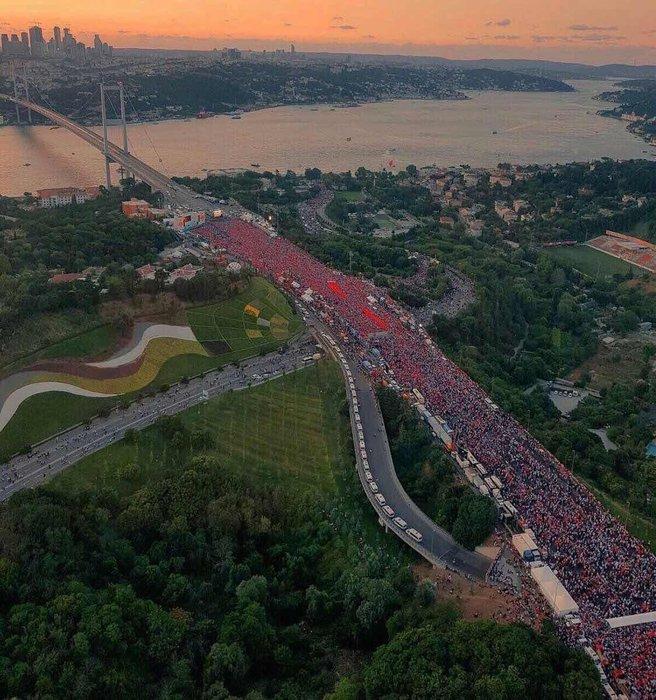 15 Temmuz'un yıldönümünde vatandaşlar nöbette