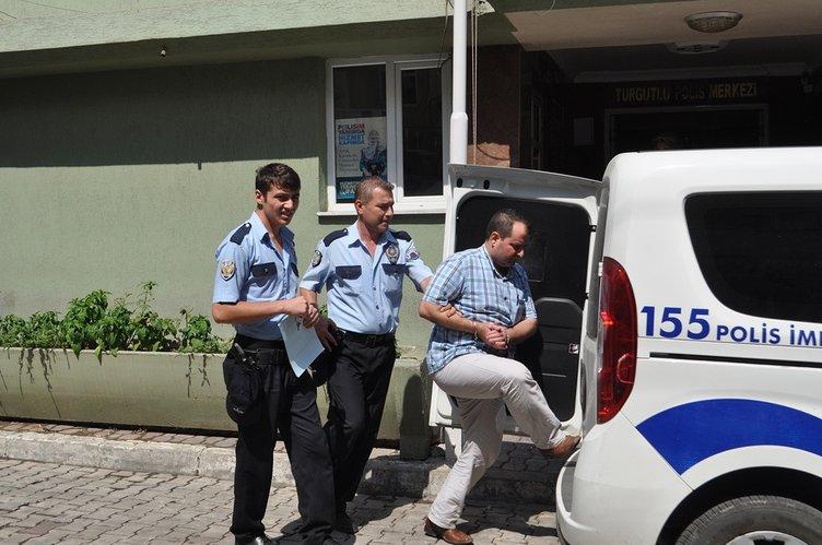 Terörist başı Fethullah Gülen'in kitaplarını yakıp kaçıyorlar