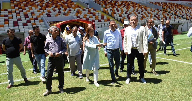 Öznur Çalık, Malatya'nın yeni stadını gezdi