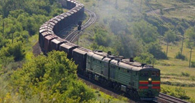 Muş'ta teröristler trene saldırdı