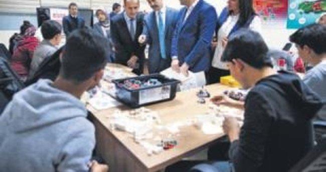 Suriyeli öğrencilere robotik eğitim