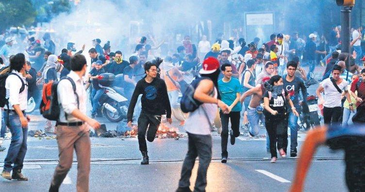 Venezüella'da 65 askere gözaltı
