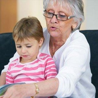 Yaşlı büyükanneye torun desteği yok