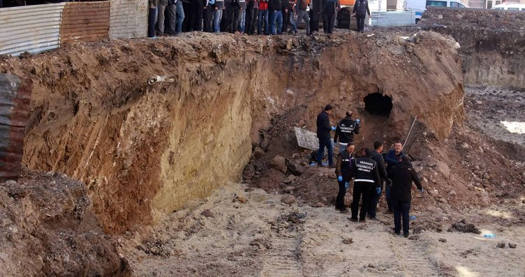 İnşaat kazısında Rus komutana ait mezar çıktı,...