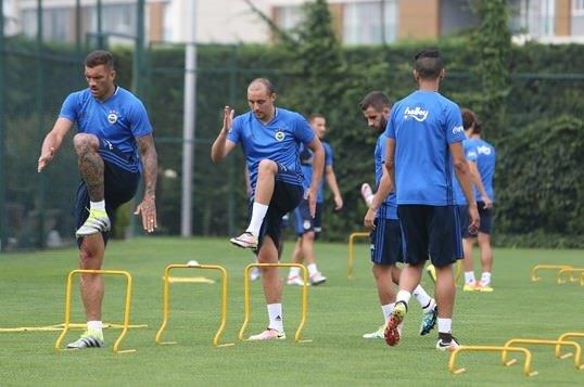 Aatif Fenerbahçe'deki ilk antrenmanına çıktı