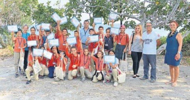 Öğrencilere deniz kaplumbağası eğitimi