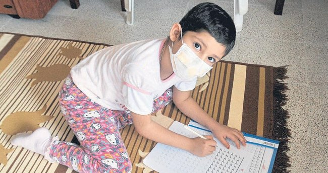 Lösemili Bengül'ün hayali okula gitmek