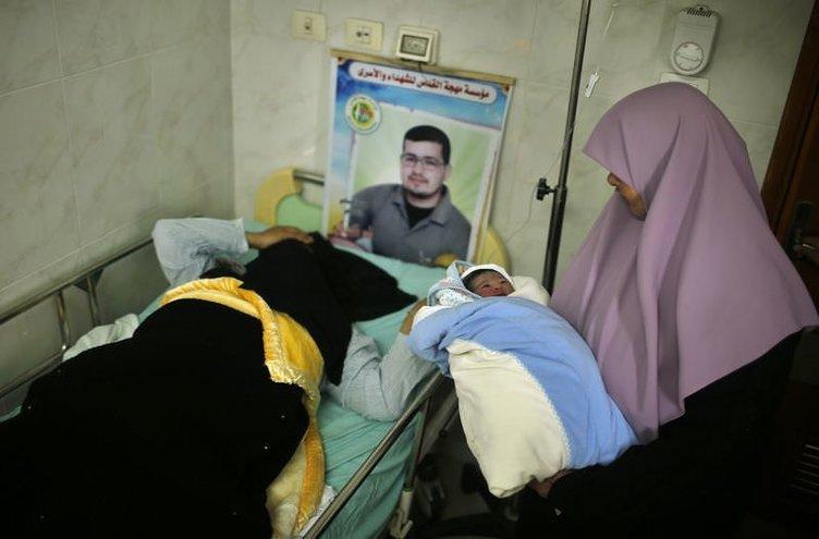 Gazze'nin sembol bebeği doğdu