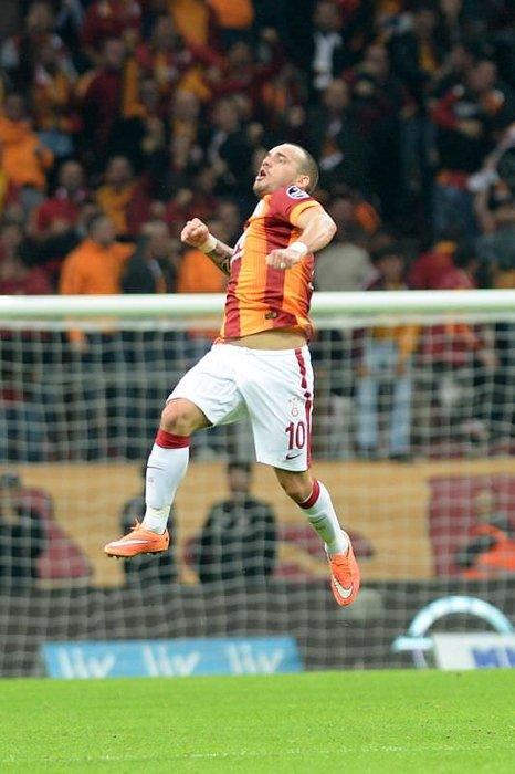 Sneijder sosyal medyayı salladı