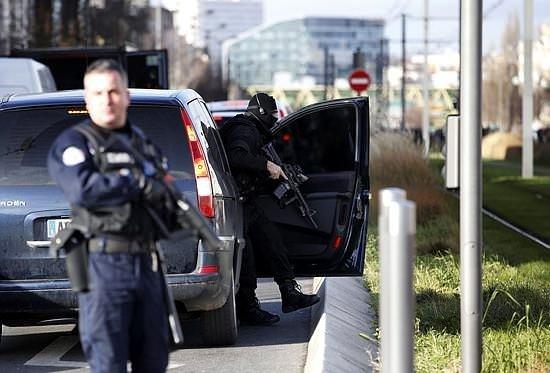 Paris'te yeni bir rehine krizi