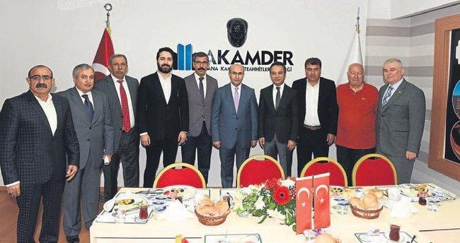 Vali Demirtaş'tan kursiyerlere belge