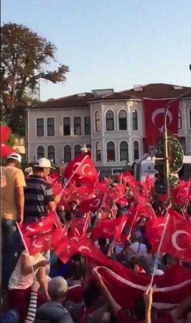 Türkiye demokrasi nöbetinde