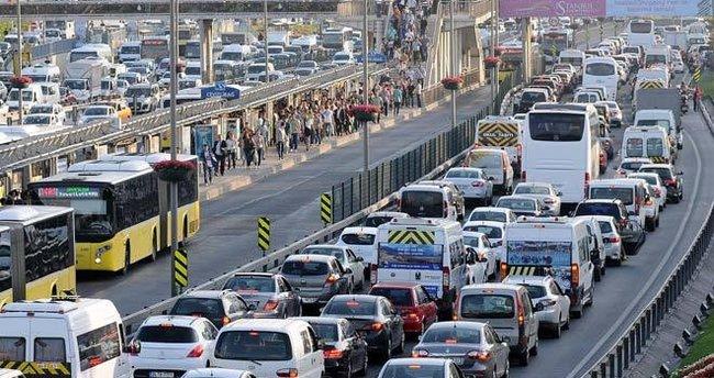 16 bini okul 55 bin servis bugün trafiğe çıkıyor