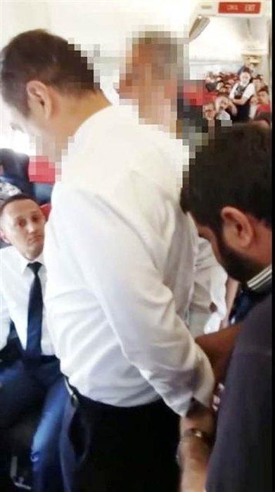 Taner Nakiboğlu gözaltına alınırken görüntülendi