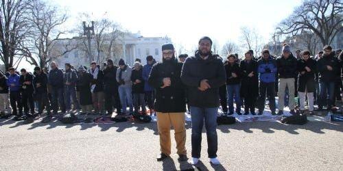 Beyaz Saray önünde Cuma namazı kıldılar