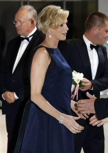 Ağlayan gelin prenses Charlene anne oluyor