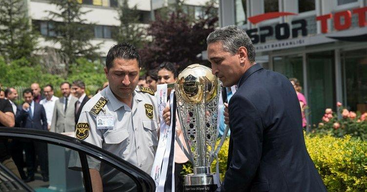 Beşiktaş'ın kupası yola çıktı!