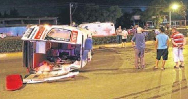Denizli'de ambulans kaza yaptı: 5 yaralı