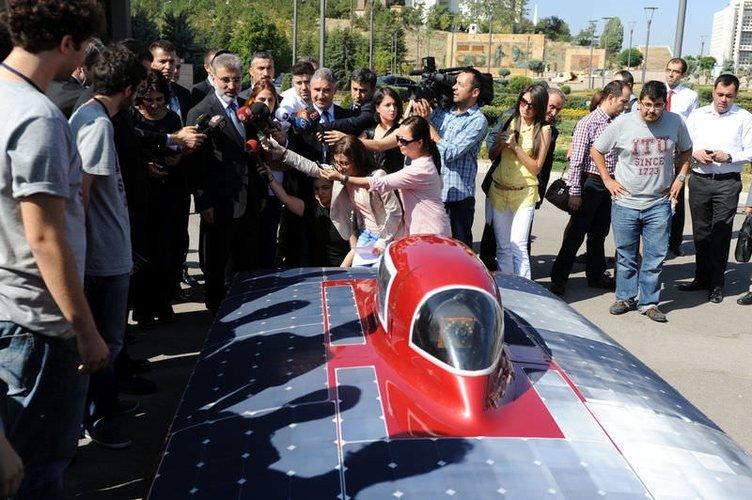 Bakan Taner Yıldız güneş enerjili araba kullandı