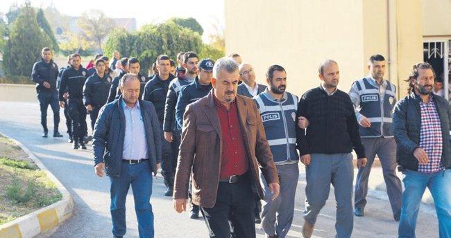 Başsavcı ve 3 askeri ataşe tutuklandı
