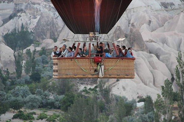 Kapadokya'da turistlerin balon ilgisi