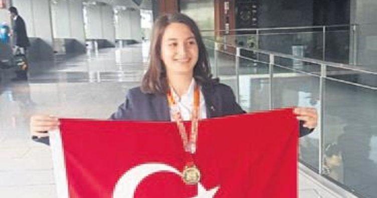 Ceylan İzmir'e altın madalyayla döndü