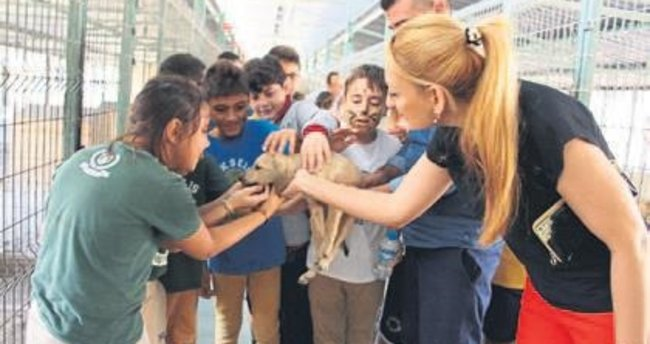 Öğrencilerden hayvan bakım evine ziyaret