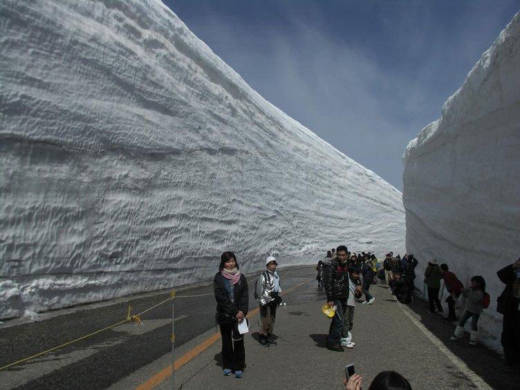 15 metre kar yağdı yollar kapanmadı!