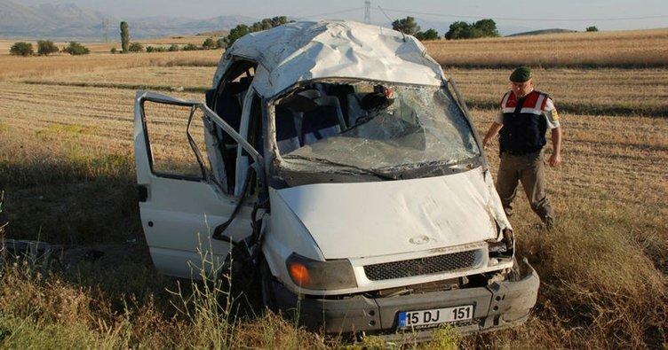 Burdur'da işçi servisi devrildi: 9 yaralı!