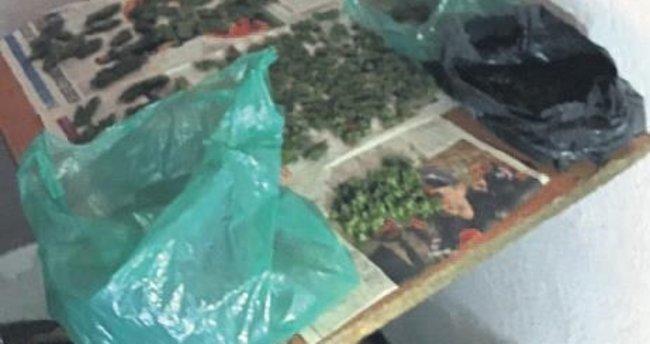 Kemalpaşa'da uyuşturucu satan baba-oğul yakalandı