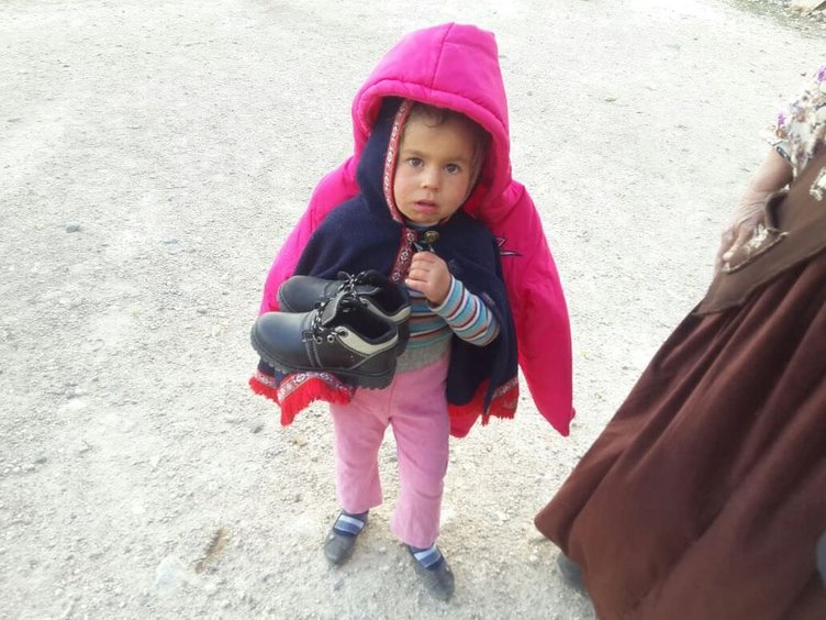 Fenerbahçeli eşler Cerabluslu çocuklara yardım etti