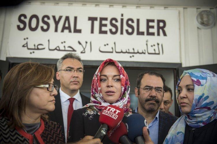 Lindsay Lohan konteyner kentte barınan Suriyeli sığınmacıları ziyaret etti