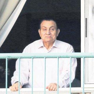 Mursi'yi hapse atan Sisi, Mübarek'i serbest bıraktı