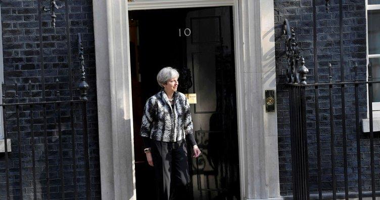 İngiltere Başbakanı May, seçim öncesinde AB'den serbest girişleri yasaklayacağını vaat edecek