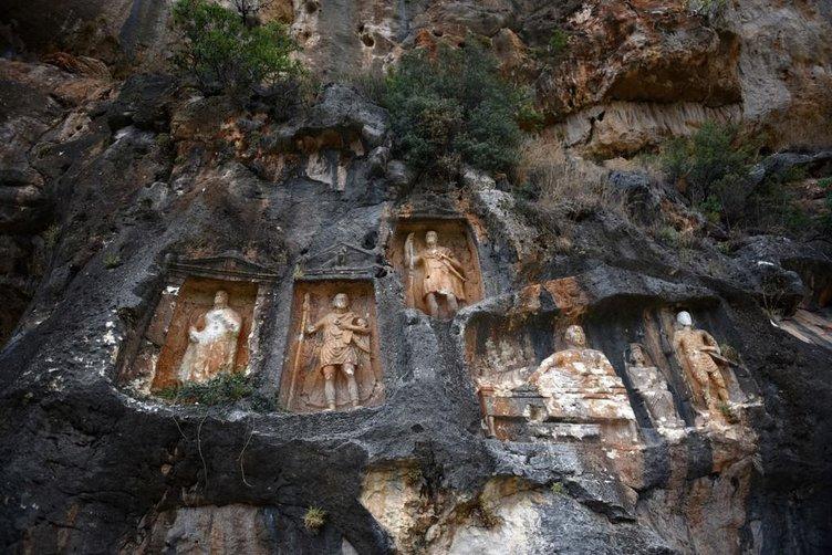 Dev kabartmaların gizemli mekanı: Adam Kayalar  .
