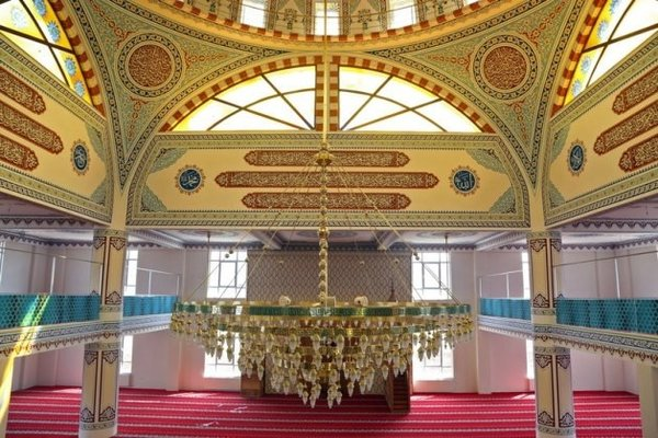 Bu caminin minarelerine dikkatli bakın