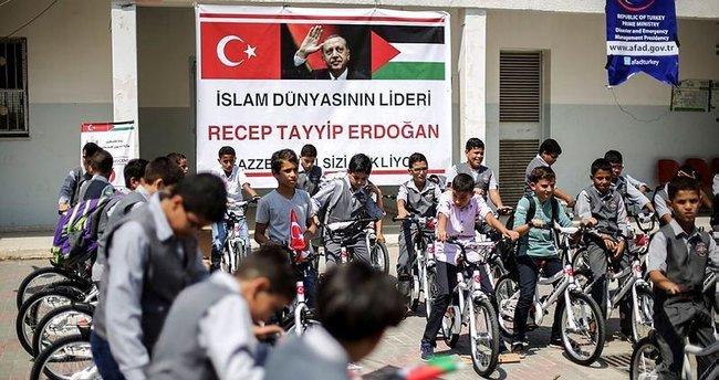 Gazzeli çocuklar bisikletle sevindi