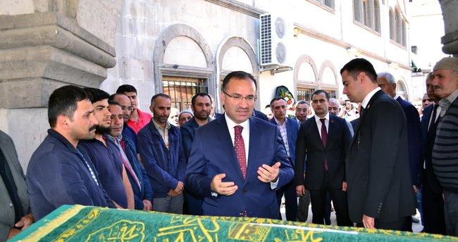 Adalet Bakanı Bekir Bozdağ, akrabasının cenaze namazına katıldı