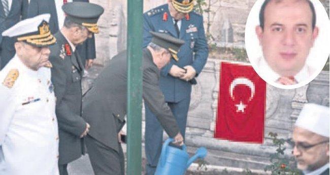 Akar, şehit Varank'ın mezarını ziyaret etti