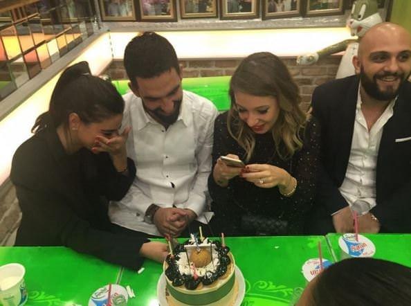 Arda Turan'dan sevgilisine romantik kutlama
