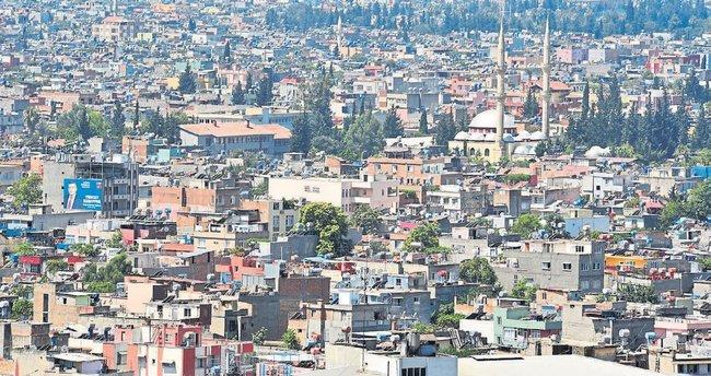 Adana Büyükşehir Belediyesi yolda kaldı