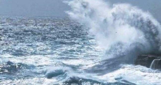 Endonezya'da tekne alabora oldu: 20 ölü