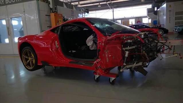 Kazalı Ferrari 200 bin dolara alıcısını bekliyor