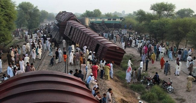 Pakistan'da tren kazası 17 can aldı