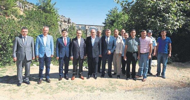 Adana Valisi Demirtaş Varda Köprüsünü gezdi