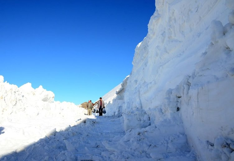 Bitlis'te kar halayı!