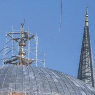 Çamlıca Camisi'nin alemi kubbeye koyuldu