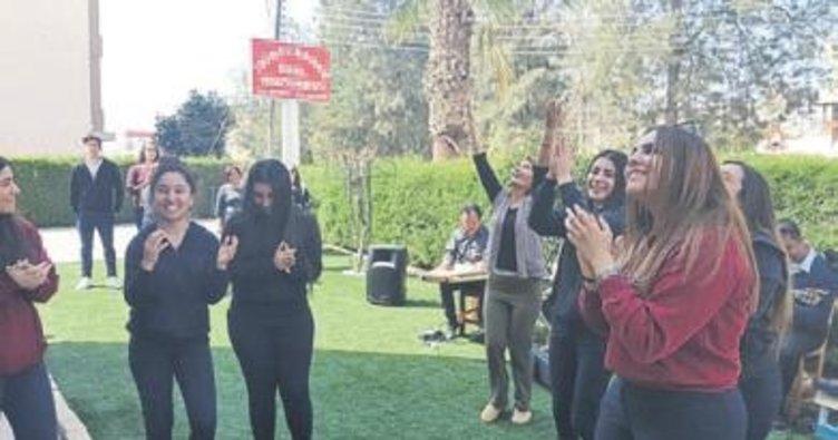 Öğrenciler Bahar Yaşlı Bakımevi'ni ziyaret etti