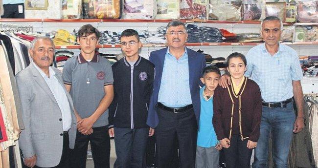 Başkan Akdoğan'dan kırtasiye yardımı